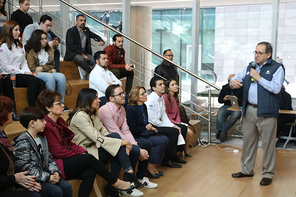 "Salvador Alva en Biblioteca presentando ""Un México Posible"""