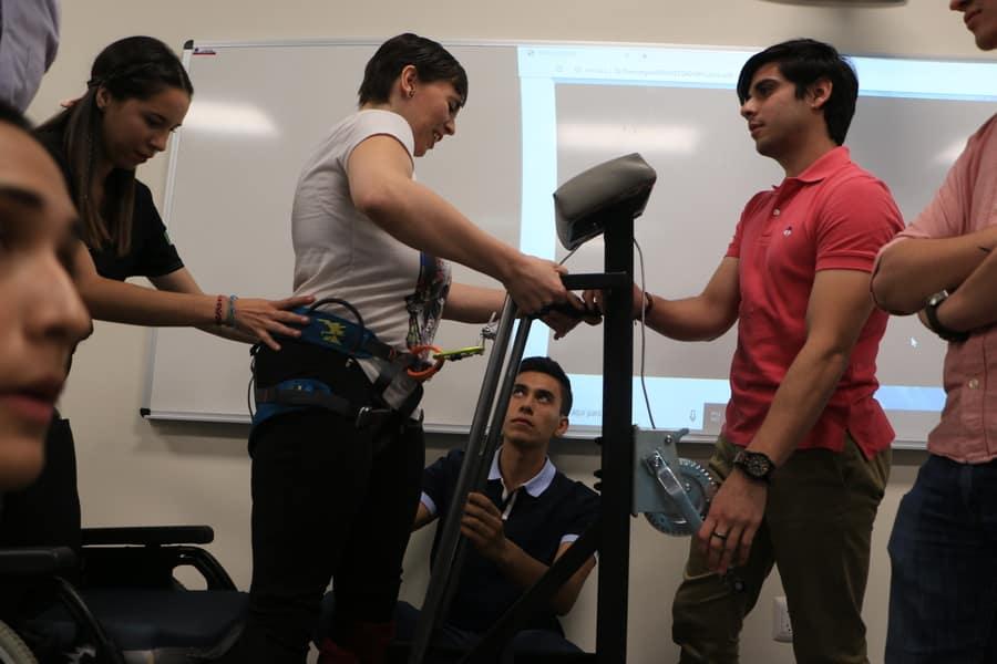 Resultado de imagen para Con ingeniería, estudiantes mexicanos ayudan a personas con parálisis