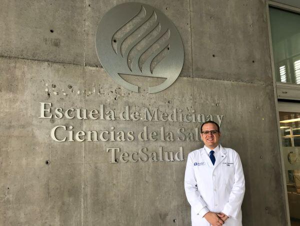 Pediatra de TecSalud, primer mexicano premiado por red Universitas 21