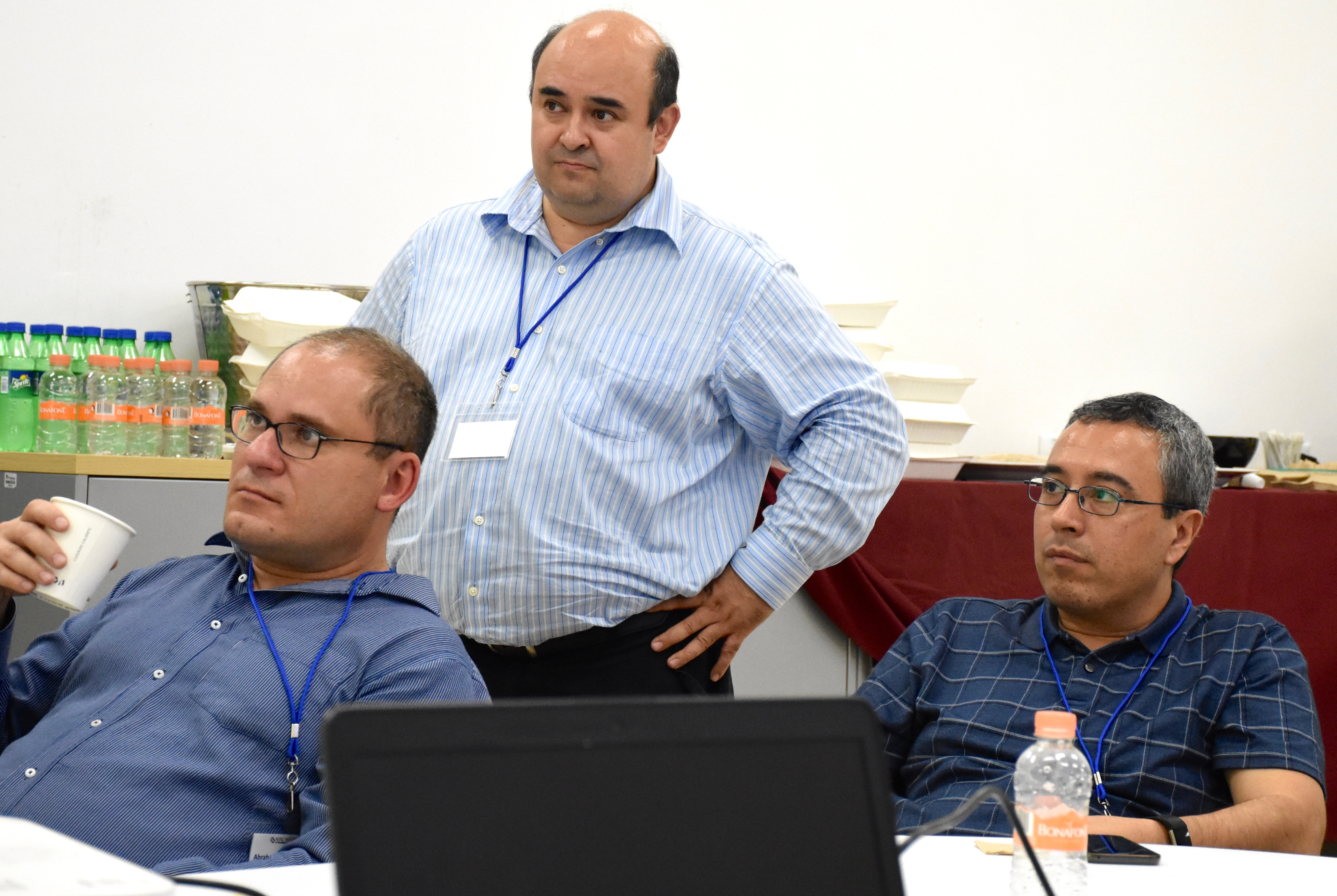 De izquierda a derecha: Dr. Abraham Mora, Dr. Roberto Parra y Dr. Alberto Mendoza