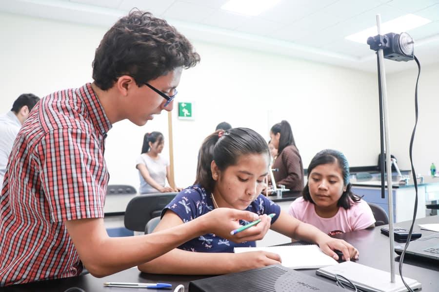 ¡A divertirse! Inculcan la ciencia a jóvenes de escasos recursos - TEC