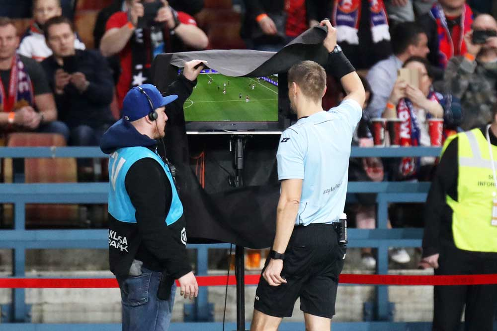 VAR revisión de video en futbol