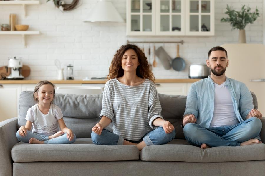 Estar relajado te ayudará a transmitirle el mensaje a tu hijo.