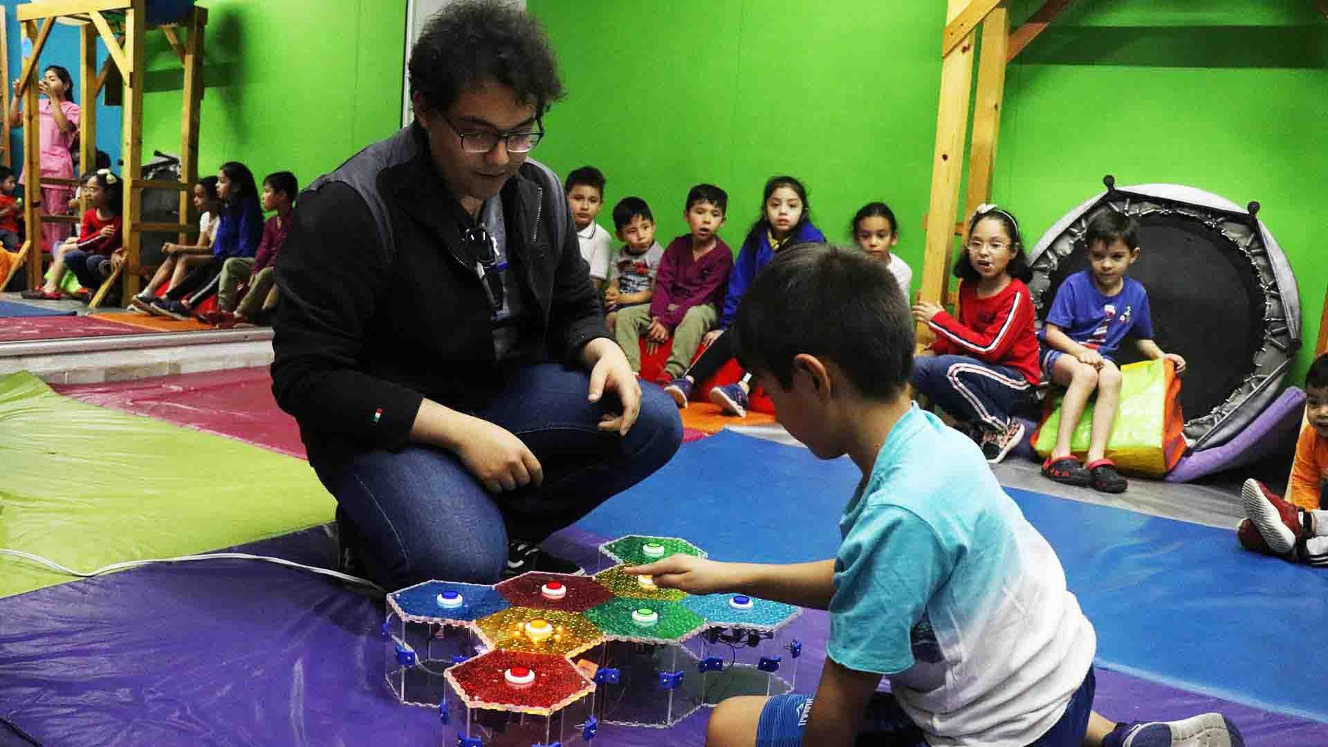 Alumnos del Tec de Monterrey en Laguna diseñan juguetes para niños con autismo