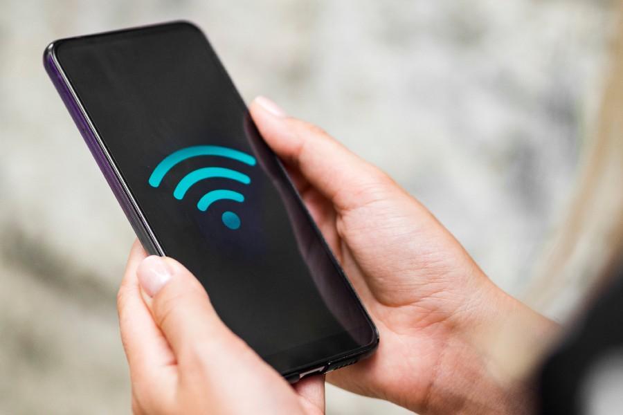 Teléfono con simbolo wifi