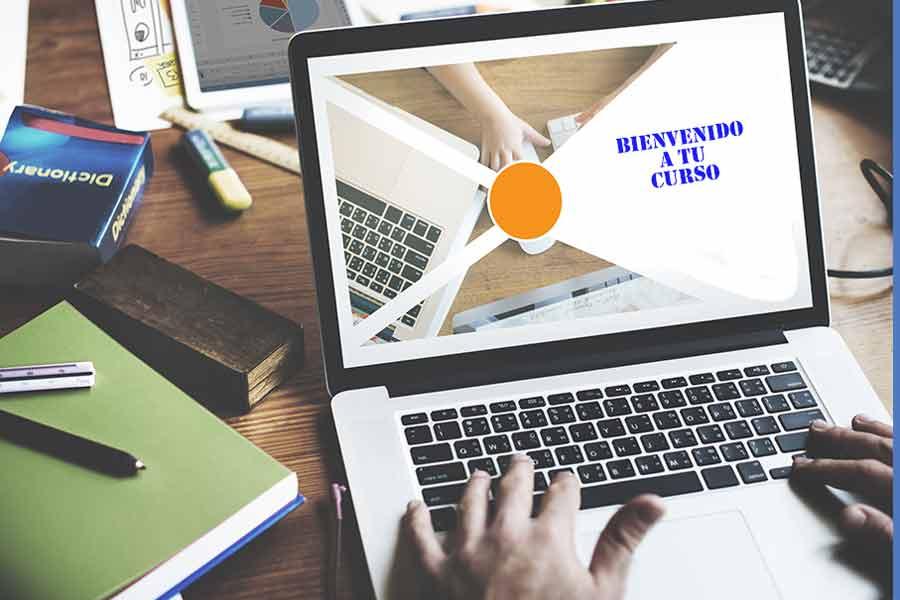 Laptop con imagen de bienvenida a clases en línea