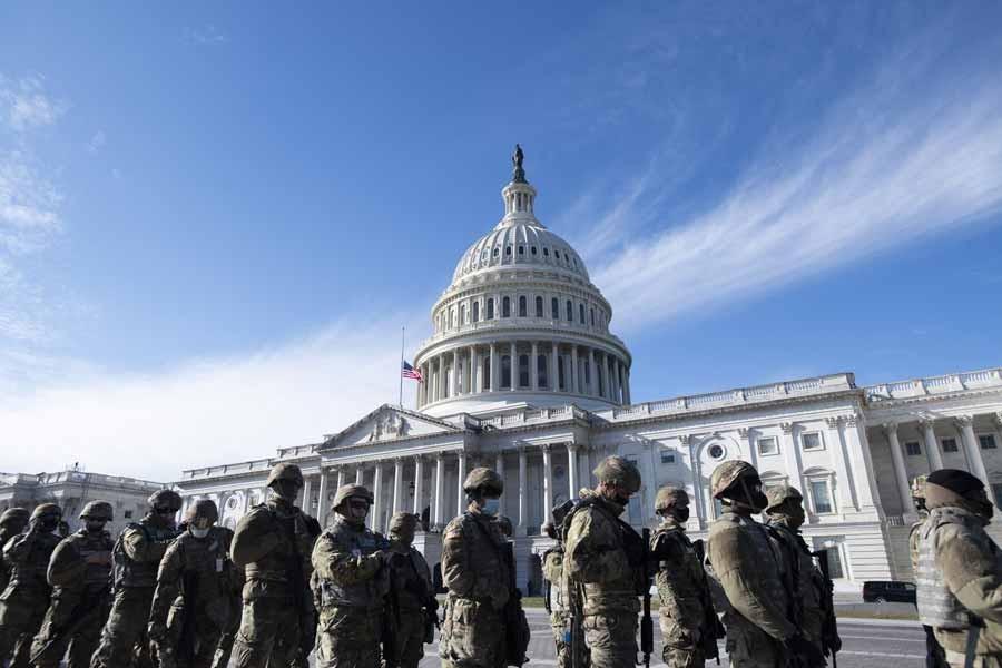 Ejército de Estados Unidos vigila el Capitolio.